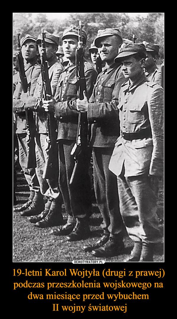 19-letni Karol Wojtyła (drugi z prawej) podczas przeszkolenia wojskowego na dwa miesiące przed wybuchem II wojny światowej –