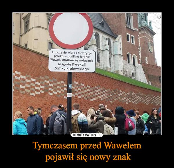 Tymczasem przed Wawelem pojawił się nowy znak –  Kupczenie wiarą i akwizycjaprzekazu partii na terenieWawelu możliwe są wyłącznieza zgodą DyrekcjiZamku Królewskiego