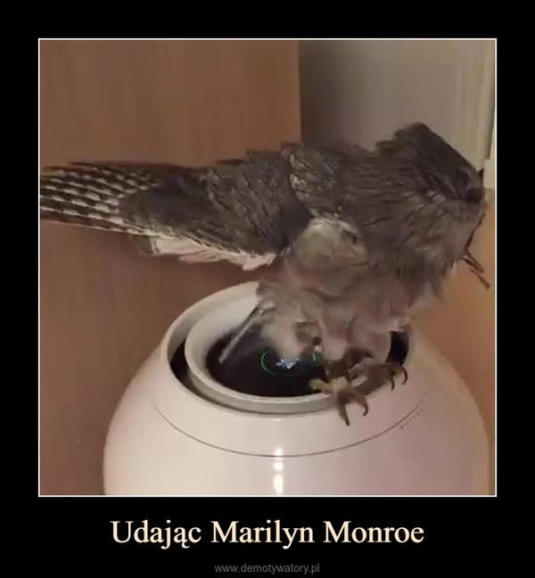 Udając Marilyn Monroe –