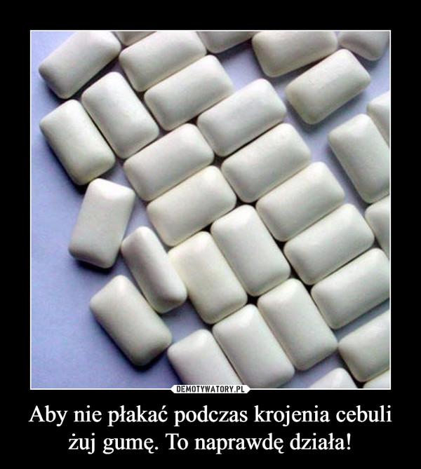 Aby nie płakać podczas krojenia cebuliżuj gumę. To naprawdę działa! –