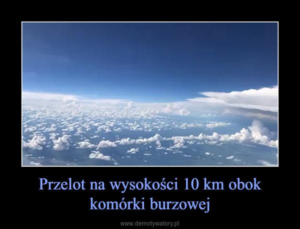 Przelot na wysokości 10 km obok komórki burzowej –