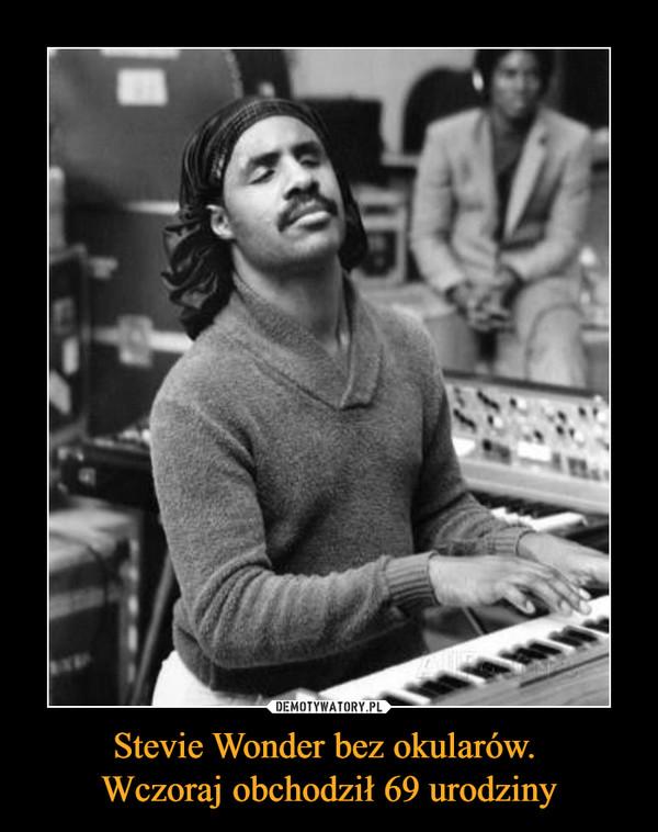 Stevie Wonder bez okularów. Wczoraj obchodził 69 urodziny –
