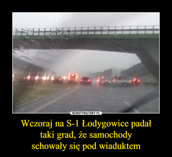 Wczoraj na S-1 Łodygowice padałtaki grad, że samochodyschowały się pod wiaduktem –
