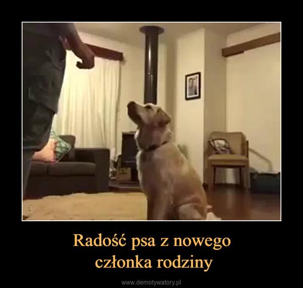 Radość psa z nowego członka rodziny –