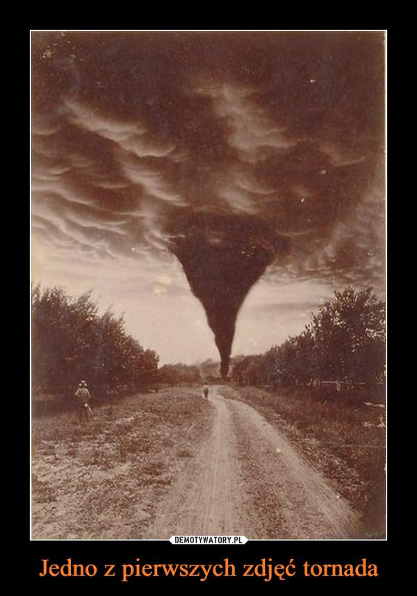 Jedno z pierwszych zdjęć tornada –