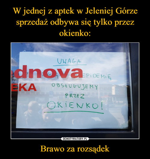W jednej z aptek w Jeleniej Górze sprzedaż odbywa się tylko przez okienko: Brawo za rozsądek