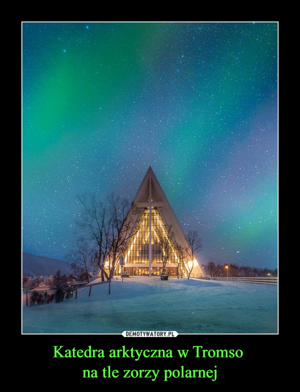 Katedra arktyczna w Tromso na tle zorzy polarnej –