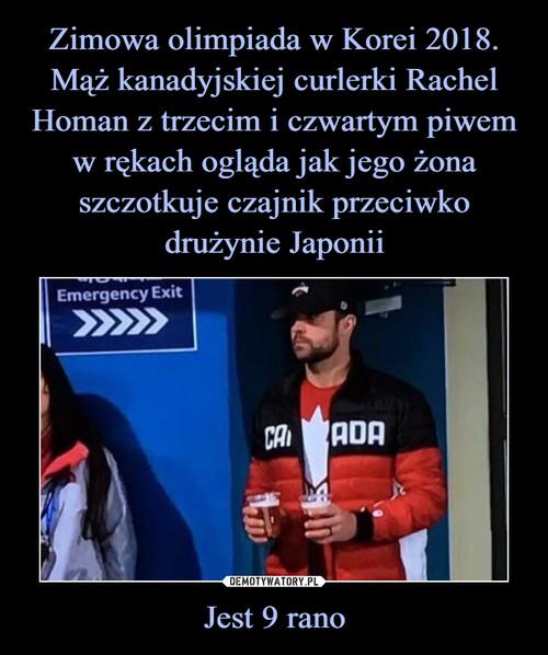 Zimowa olimpiada w Korei 2018. Mąż kanadyjskiej curlerki Rachel Homan z trzecim i czwartym piwem w rękach ogląda jak jego żona szczotkuje czajnik przeciwko drużynie Japonii Jest 9 rano